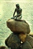 小的美人鱼的纪念碑在哥本哈根,丹麦 免版税图库摄影