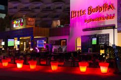 小的菩萨夜总会在纳马普遍的购物和娱乐区咆哮,晚上视图, Sharm El谢赫,埃及 免版税库存图片