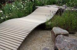 小的装饰庭院桥梁 免版税库存图片