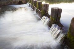 小的水坝 免版税图库摄影