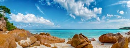 小的anse海滩la digue海岛塞舌尔群岛 图库摄影