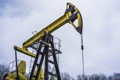 小私有黄色井架泵浦工作油 免版税库存图片