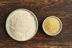 小米种子和小米面粉 免版税库存图片
