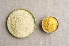 小米种子和小米面粉 免版税库存照片
