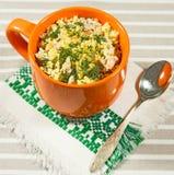 小米粥用鸡肉和红萝卜 库存图片