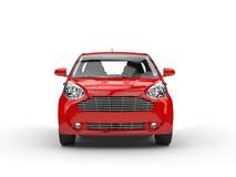 小红色紧凑车的前面特写镜头视图 免版税库存照片