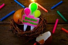 小组一个生日快乐概念的蜡烛 库存图片