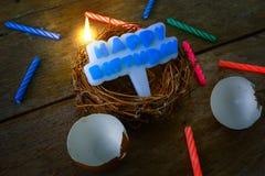 小组一个生日快乐概念的蜡烛 免版税库存照片