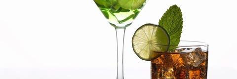 小组与威士忌酒mojito的鸡尾酒可乐 免版税图库摄影