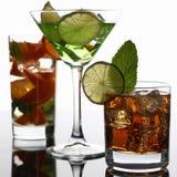 小组与威士忌酒mojito的鸡尾酒可乐 免版税库存图片