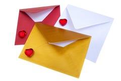 小组与红色心脏的开放多彩多姿的信封 免版税图库摄影