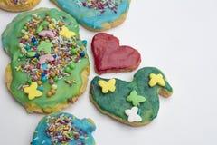 小组五颜六色的自创圣诞节曲奇饼和饼干在iso中 免版税库存图片