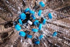 小组在地面上的塑料瓶 免版税库存图片