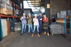 小组工作者在冶金学工厂 库存图片