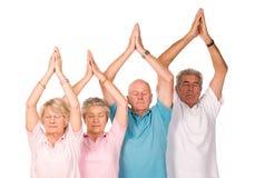 小组成熟人瑜伽 库存照片