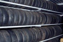 小组新的轮胎待售 免版税库存照片