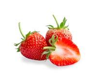 小组新鲜的莓果、两回合和一半在白色背景隔绝的被切红色草莓,二用裁减路线切开了 图库摄影