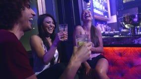 小组朋友有好时间在夜总会党 股票录像