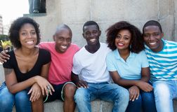 小组松弛非裔美国人的男人和妇女 库存照片