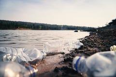 小组瓶塑料在河 免版税库存照片