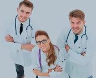 小组画象站立togeth的微笑的医院同事 免版税库存照片