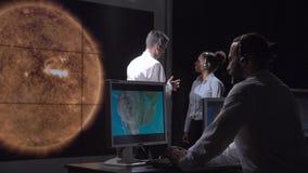 小组研究探索的太阳活动 免版税库存图片