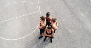 小组空中,寄生虫英尺长度训练有素的人和妇女摆在 影视素材