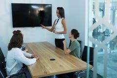 小组行政会议在会议室 库存图片