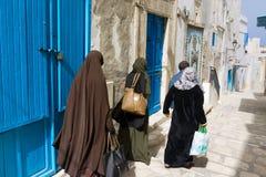 小组街道的妇女在苏斯,突尼斯 免版税图库摄影