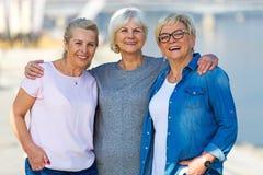 小组资深妇女微笑 免版税库存照片