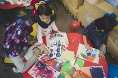 小组逗人喜爱的小的幼儿园哄骗图画 免版税库存照片