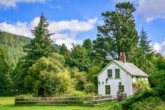 小美丽如画的房子在Glendalough,威克洛郡,爱尔兰 免版税库存照片