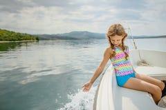 小美丽的女孩在小船,亚得里亚海去 库存照片