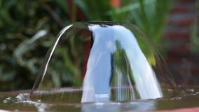小美丽的庭院圆的喷泉在亚洲,巴厘岛,印度尼西亚 特写镜头 影视素材