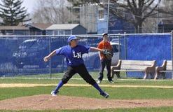 小职业棒球联盟棒球投手 免版税图库摄影