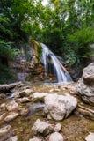 小自然瀑布在克里米亚 免版税库存照片