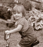 小自行车的女孩 库存照片