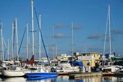 小船一个五颜六色的港口在基韦斯特岛,佛罗里达 图库摄影