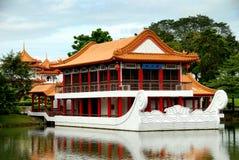 小船中国庭院新加坡石头 图库摄影