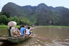 小船乘驾在农村越南 免版税库存照片