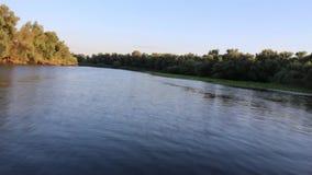 小船乘驾在河 影视素材