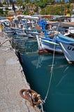 小船五颜六色的捕鱼 免版税库存照片