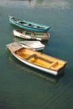 小船五颜六色的爱尔兰 免版税库存照片