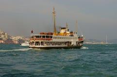 小船伊斯坦布尔乘客 免版税库存图片