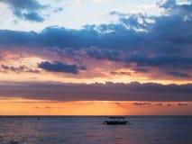 小船传统日出的日落 库存照片