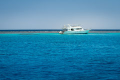 小船停住的红海 免版税图库摄影