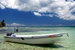 小船停止, Saona加勒比岛共和国圣多明哥 免版税库存照片