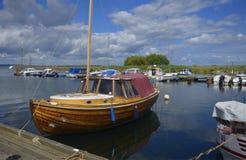 小船停泊在Kivik,瑞典 库存照片