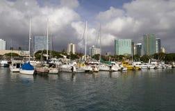 小船充分的夏威夷海滨广场 免版税图库摄影