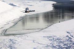 小船冻结的河 免版税库存照片